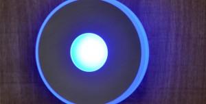 LED-Lampe vom Typ runder-blauer Einbaustrahler in der Holzhandlung Blömer