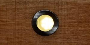 LED-Lampe vom Typ runder Einbaustrahler in der Holzhandlung Blömer